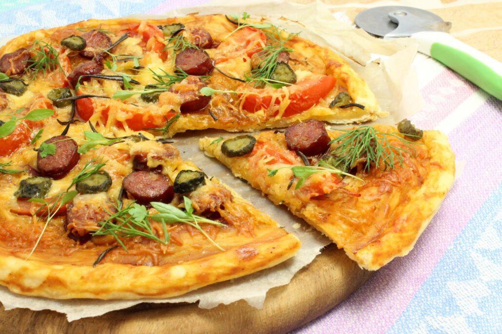 Пицца из слоеного теста в мультиварке
