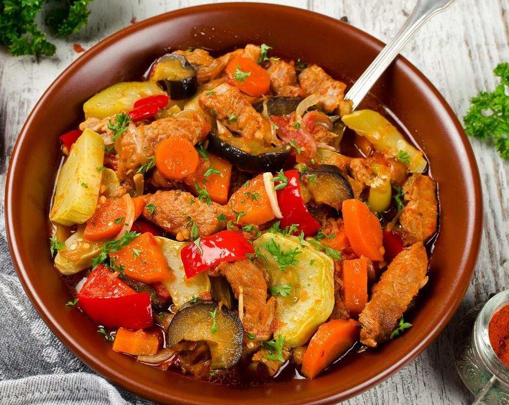 Мясо с овощами в мультиварке