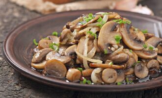 Тушеные грибы в мультиварке рецепт
